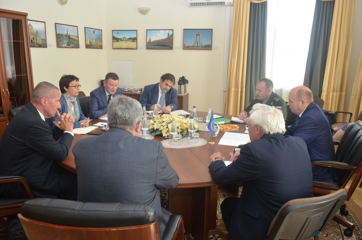 The CSTO Secretariat hosted a meeting of the CSTO Deputy Secretary General Petr Tikhonovsky with the Deputy Head of the Regional Delegation of the International Committee of the Red Cross in Russia, Belarus and Moldova Marie Dubeau
